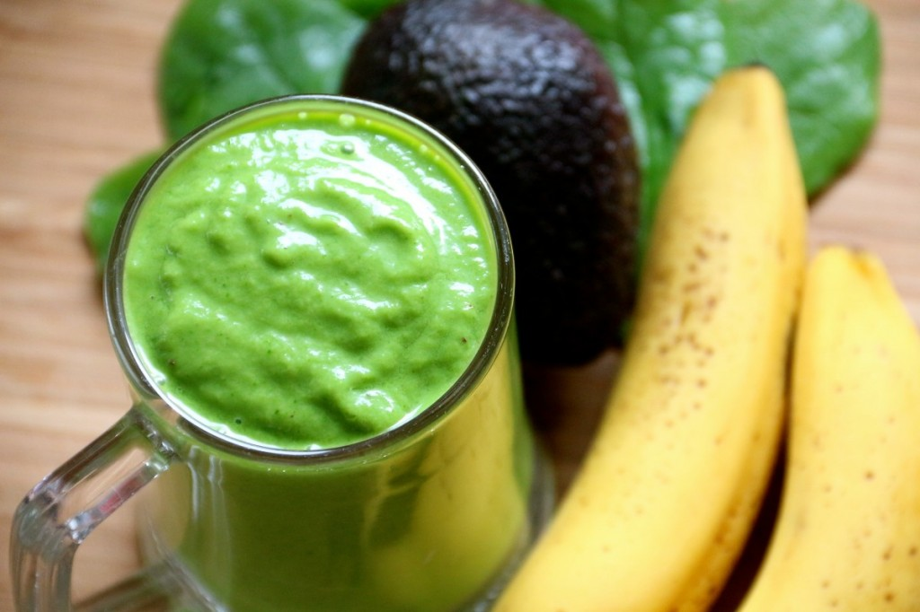 Simple green smoothies recipe and many more healthy smoothies at Healthy Little Plate