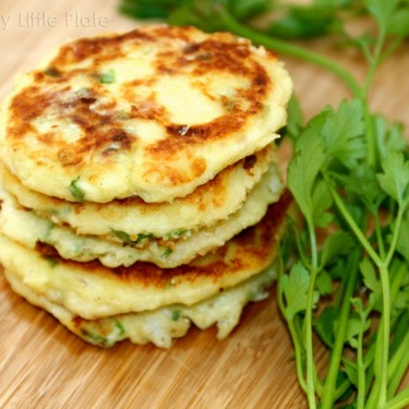 Healthy homemade fish cake recipe presented by healthy little plate. Good food for picky eater.